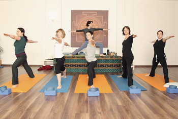 ANANDA PUR | yoga + massagen + events